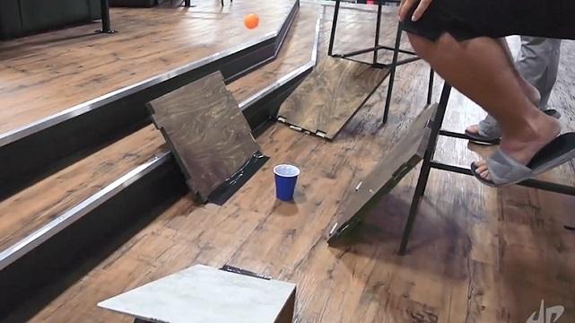 木板弹乒乓球 数数弹了几下?