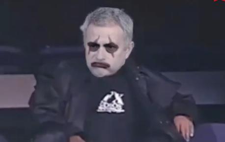 心疼鸟叔  当他看着曼联在他离开后的两场比赛中进八球