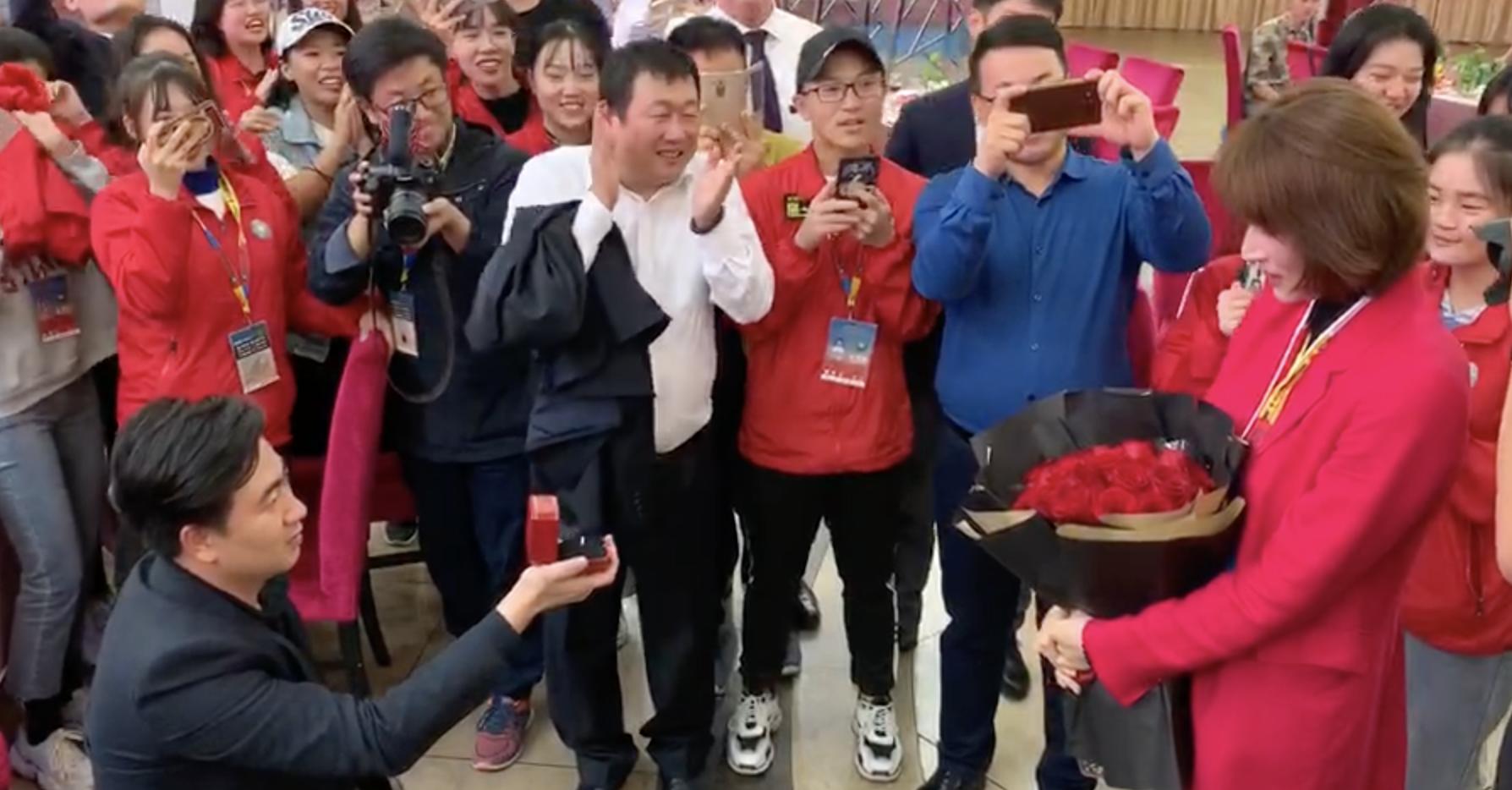 斯诺克世界公开赛见证温情瞬间!星牌李浩向女友求婚感动全场