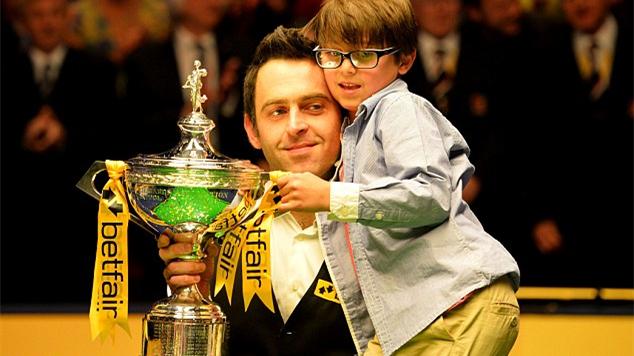休战整赛季归来即卫冕,比肩传奇成就五冠:2013年18-12霍金斯 | 奥沙利文世锦赛6冠