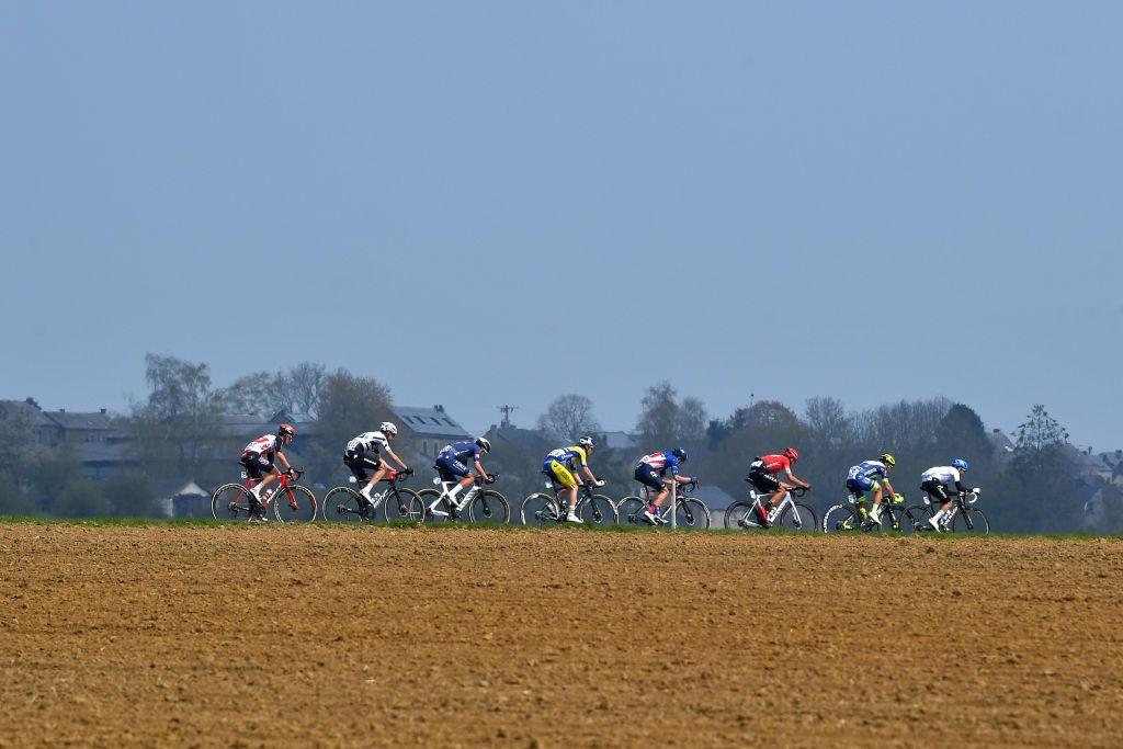 阿拉菲利普战胜罗格利奇,赢得2021瓦隆之箭冠军-领骑网