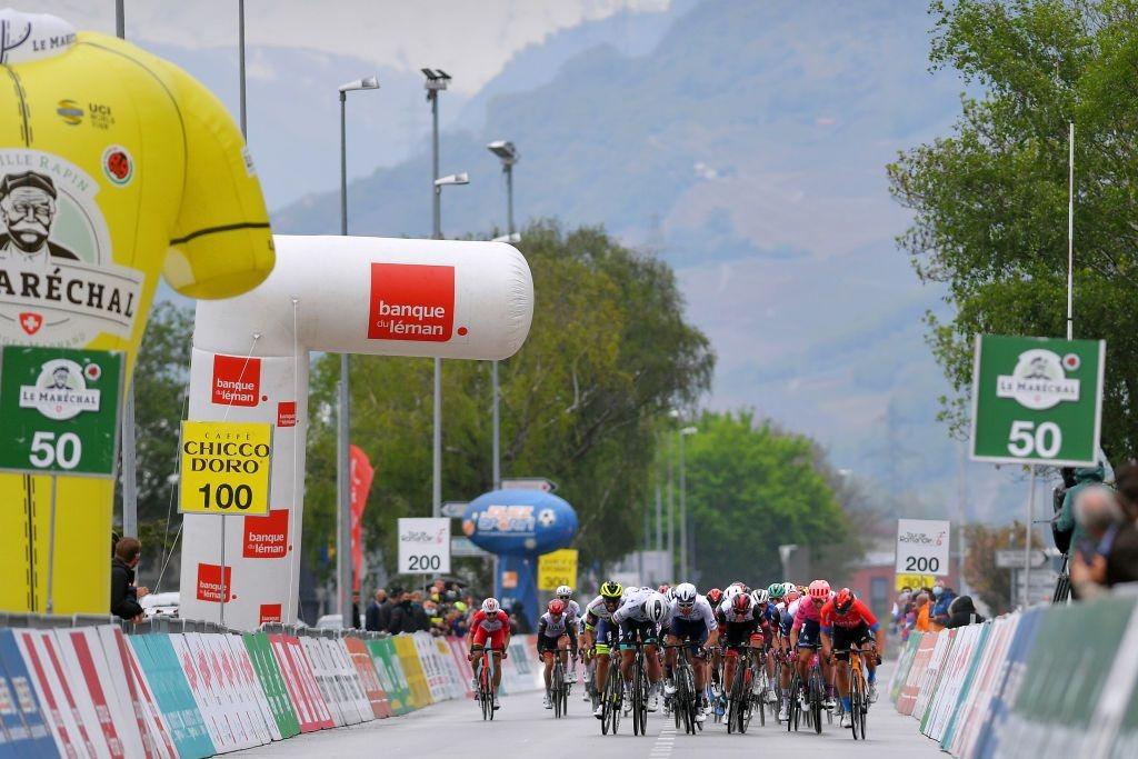 环罗曼蒂S1 萨甘轻松取胜-领骑网