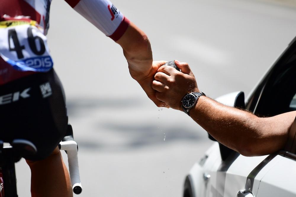 环法S15 库斯爆发单飞获胜 波加查稳守黄衫-领骑网