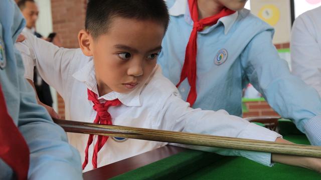 斯诺克走进江帆小学 中青赛传承台球进校园