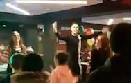 超有爱!亨德森在安菲尔德为贫苦和残疾儿童办聚会
