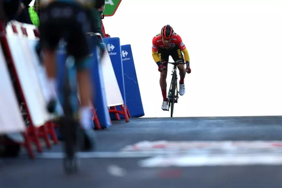卡拉帕斯绝境之下战意滔天 罗哥实力卫冕锁定胜局-领骑网