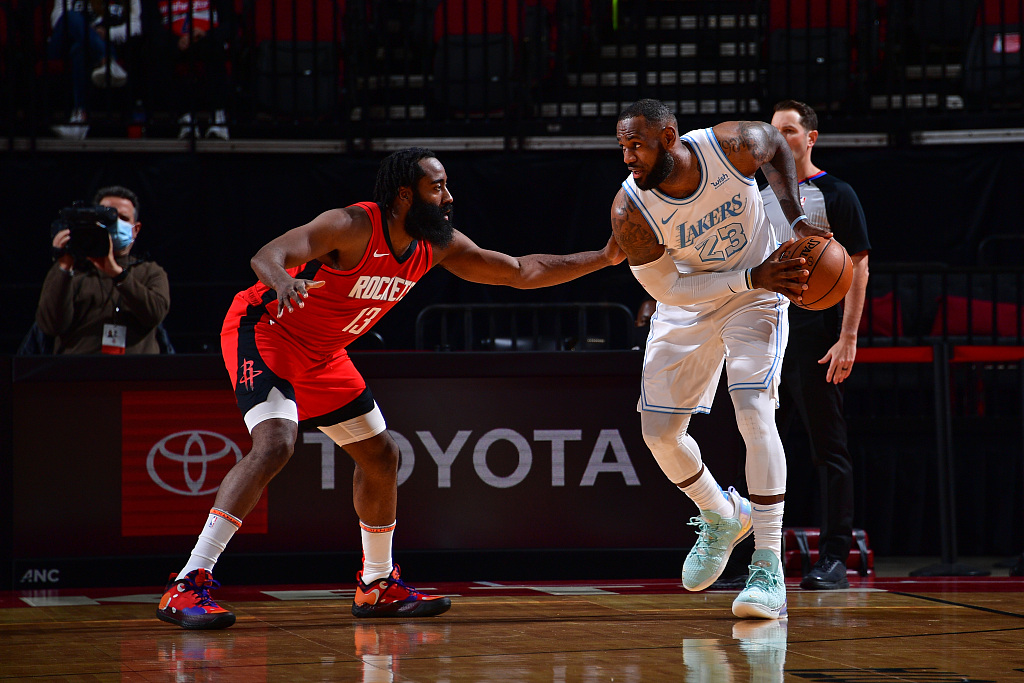 【NBA】综述:勇士1分惊险准绝杀猛龙;湖人客场大胜火箭