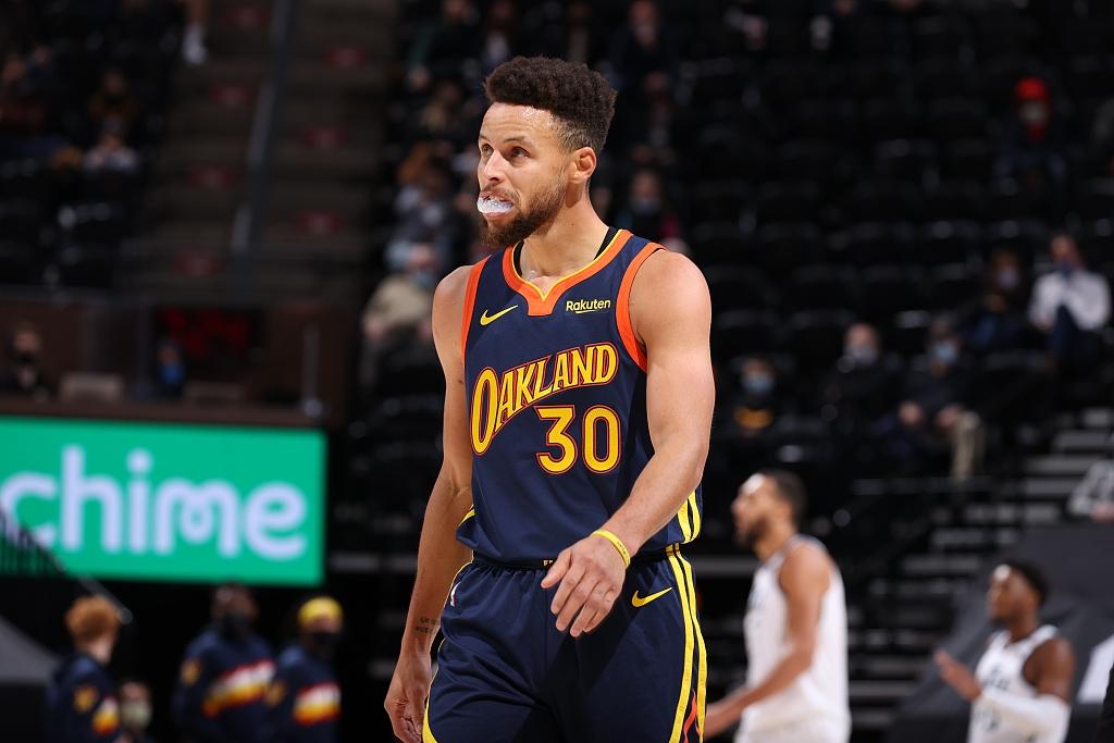 【NBA】综述:湖人轻取公牛重回榜首;库里迎里程碑勇士惨败