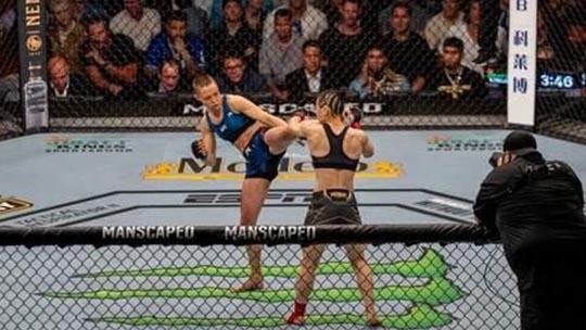 罗斯战胜张伟丽后:高超的腿法帮我获胜