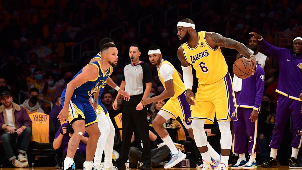 【NBA综述】揭幕战:詹眉合砍67分湖人不敌勇士;雄鹿拆网