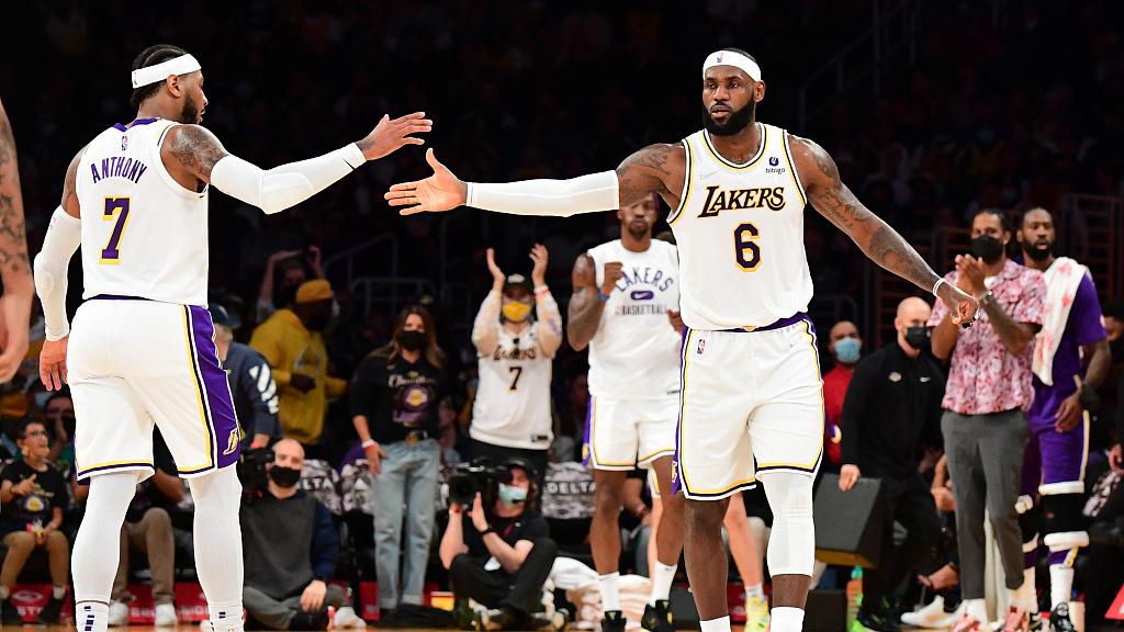 【NBA综述】安东尼28分献关键罚球湖人迎首胜;勇士轻取国王